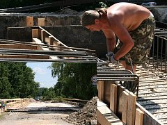 Rekonstrukce mostu v Čejeticích.