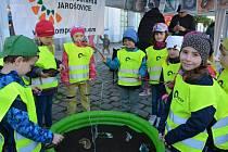 Obrazem: Na náměstí Svobody ve Vodňanech se v úterý 17. dubna konala celodenní akce z názvem Den země určená nejen dětem. Zúčastnili se předškoláci a žáci z okolních škol.