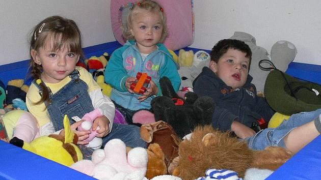 Do pravidelného programu mateřského centra Beruška patří například hry s batolátky, určené pro rodiče s nejmenšími dětmi. Mnoho zajímavého nabízí i těm o něco starším, ať už jsou to pohádky či výtvarné dílničky a podobně.