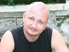 Fakír a kaskader Petr Fiedor.
