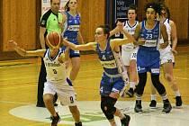 Extraliga basketbalistek: BK Strakonice - Loko Trutnov 76:80.