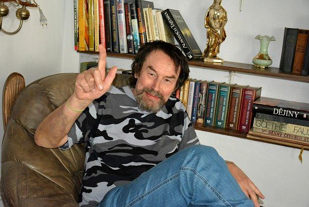 Vodňanský spisovatel Jan Bauer pořádá již 22. ročník setkání spisovatelů. I letos předá literární ceny Zeyerův hrnek a Literární pohár Jana Bauera.