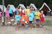 Děti ze ZŠ Radomyšl na táboře na Chvalově.