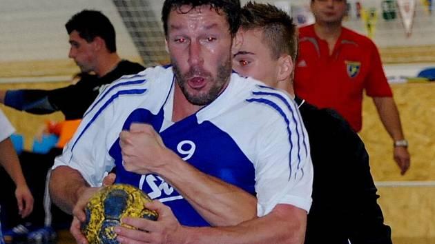 Roman Nejdl byl se sedmi góly nejlepším střelcem HBC Strakonice v Sezimově Ústí, kde tým od Otavy prohrál 20:24.