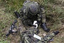 Vojáci museli například prokázat, že zvládnou ošetření raněného vojáka v polních podmínkách.