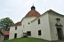 Poutní barokní kostel svaté Anny u Kraselova na Strakonicku.