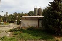 Z areálu drůbežárny by jeho majitel chtěl vytvořit parcely na stavbu rodinných domů.