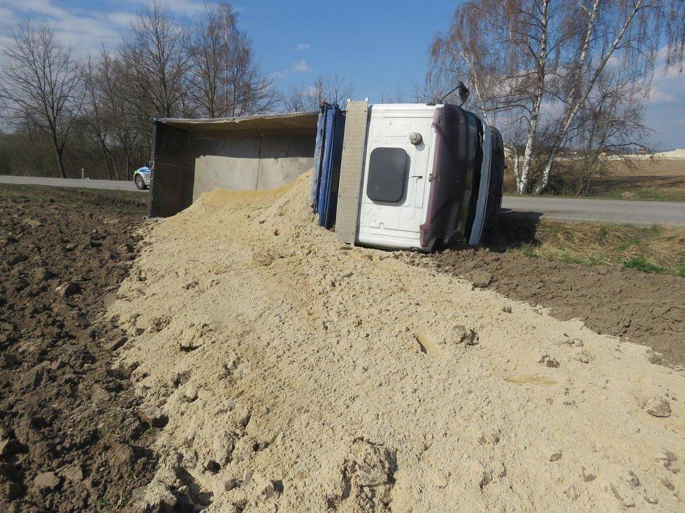 Na Strakonicku havaroval řidič s nákladním autem. Měl pozitivní dechovou zkoušku na alkohol.