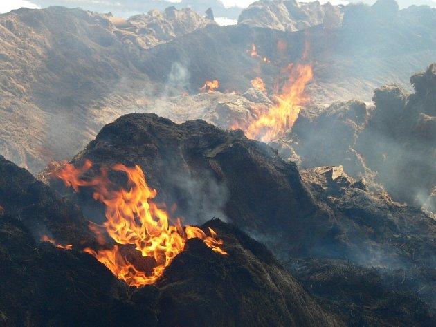 Ještě v sobotu v poledne sklad hořel.