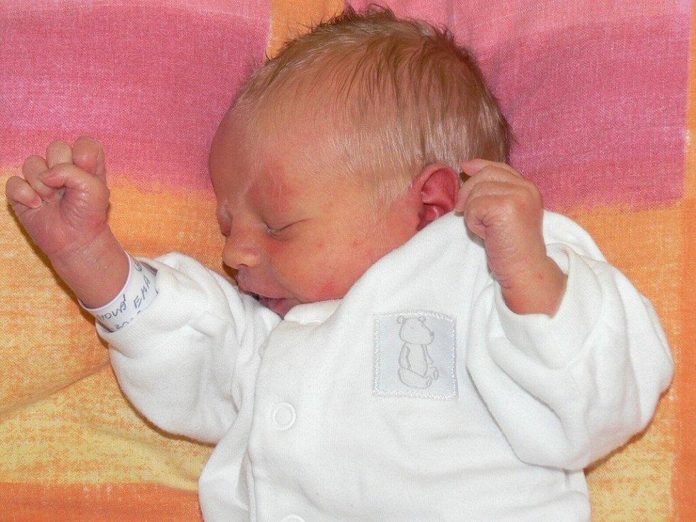Ema Škáchová, Blatná, 22.1.2013 ve 13.00 hodin, 2230 g. Prvorozená Ema dělá všem Radost.