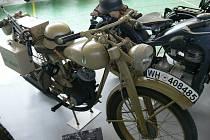 Motocyklovou historií provedla výstava od roku 1927 až téměř do současnosti.