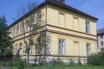 V části bývalé nihošovické školy je obecní úřad a knihovna. Zbytek čeká na své nové využití.