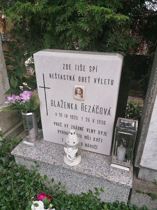 Hřbitov v Rakvicích.