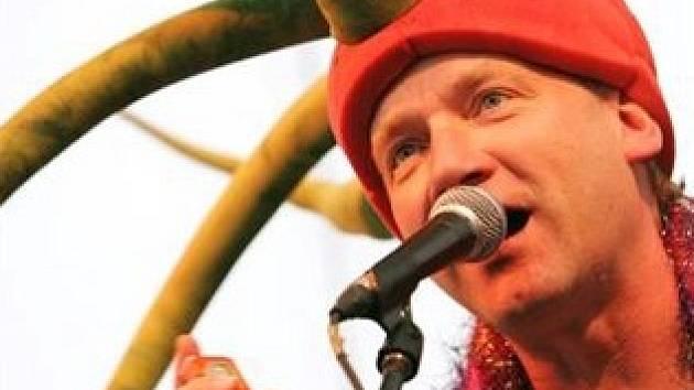 David Koller vystoupí ve Strakonicích se skupinou Kašpárek v rohlíku.