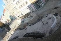 Křižovatka zvaná piškot na Velkém náměstí ve Strakonicích.