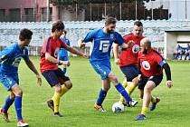 Fotbalový duel hokejistů a fotbalistů Strakonic se hrál také na podporu tornádem poničené Moravy.