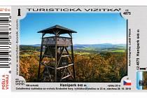 V infocentru ve Vodňanech už si lidé mohou pořídit i turistické známky, nálepky a vizitky s logem rozhledny Haniperk. (Foto: Archiv Informační centrum Vodňany)