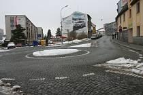 V jaké strakonické ulici se nachází tato křižovatka?