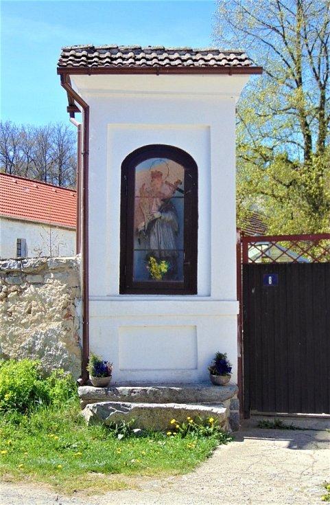 Bratronický zámek a jeho okolí.