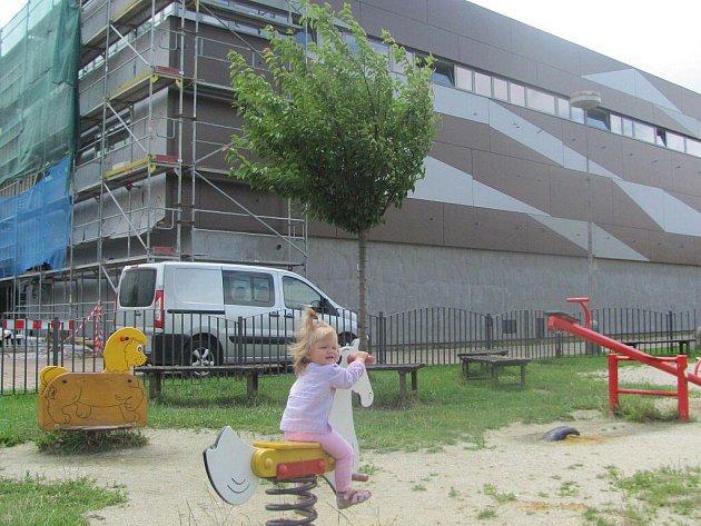 Rekonstrukce obchodního domu Labuť.