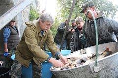 Strakonice - Jaké ryby a v jakém množství slovili rybáři v Blatském rybníce, bude zřejmé do týdne