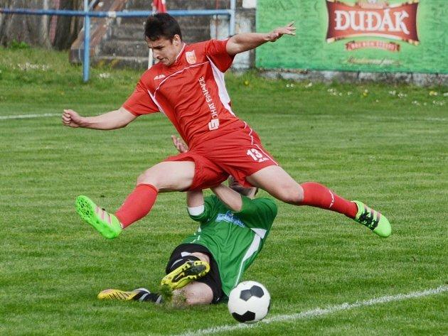Junior Strakonice doma porazil Cehnice 3:0. Na snímku se probíjí strakonický Michal Požárek.
