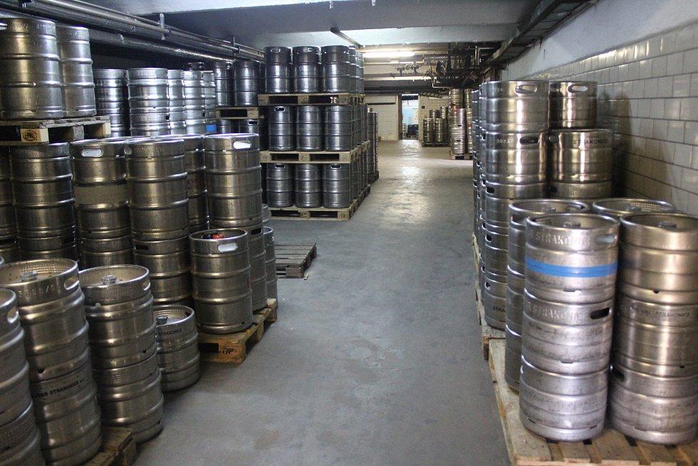 Sklad sudového piva je nyní již skoro zaplněn. Od říjnového uzavření restaurací se několik týdnů sudové pivo vůbec nestáčelo a prodávaly se zásoby. Poté pivovar na skladě držel pouze minimální zásoby s ohledem na čerstvost piva.