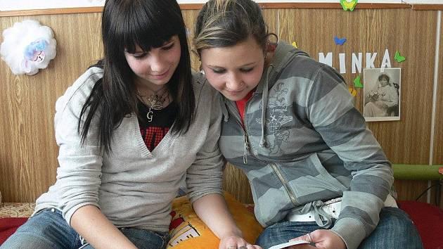 V domově mládeže byly i Gabriela Somogyiová  (vlevo) a Martina Sedláková.