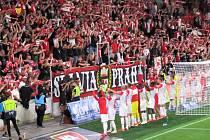 Fanoušci Slavie Praha ze Strakonic fandili v zápase proti Slovácku. Foto: Jan Malířský