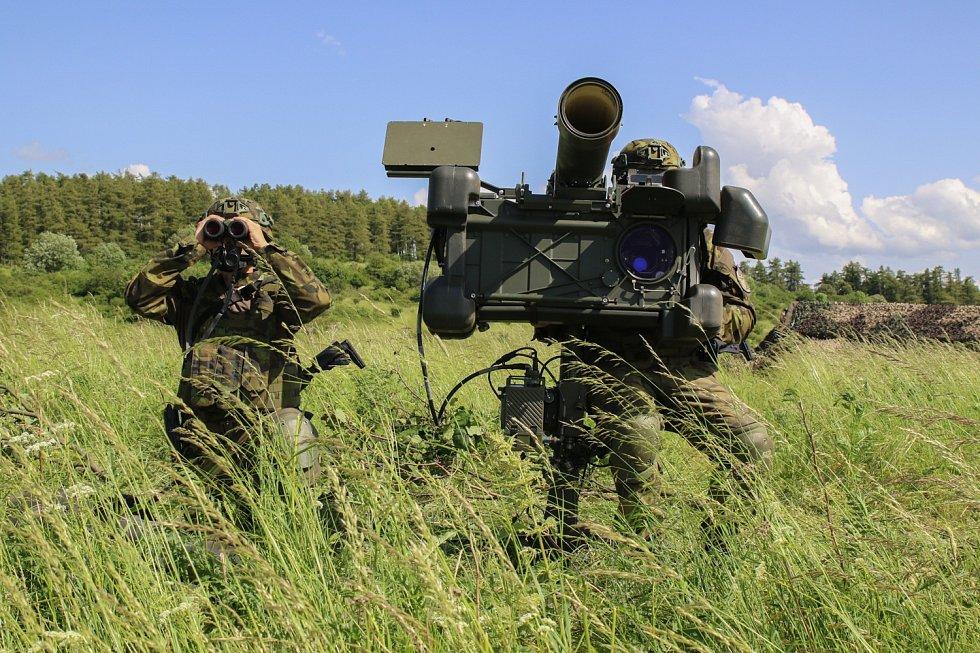 Hlavní zbraní jednotky je protiletadlový raketový komplet RBS-70.