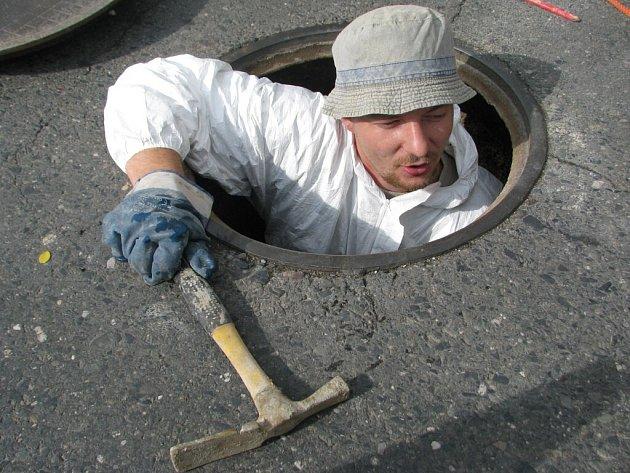 Oprava šachet i kanalizace.