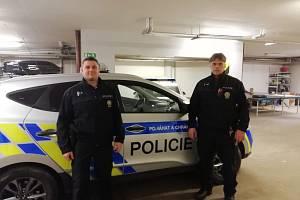 Policisté praporčík Josef Kainc (vlevo) a nadpraporčík Rudolf Němec.