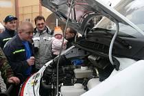 Slavností událost u příležitosti předání auta čestickým dobrovolným hasičům.