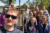 V rámci studijního pobytu zasadili studenti ve Vodňanech lípu.