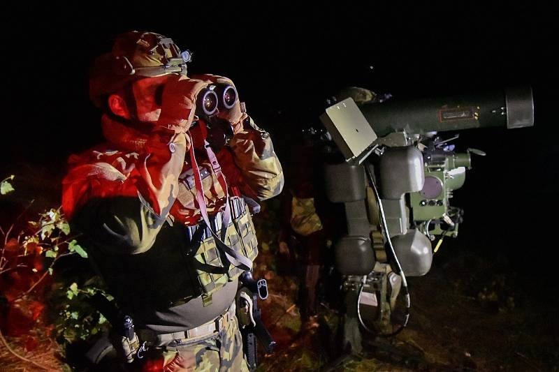 Zachytávání vzdušných cílů trénovali vojáci i v nočních hodinách. Foto: VeKySIO