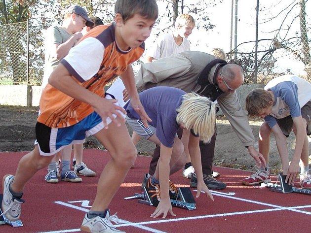 Žáci ZŠ Bavorovská mohou využívat i nový vodňanský sportovní areál.