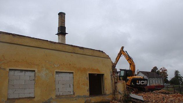 Demolice budovy nádraží v Bělčicích