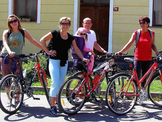 Na stezku Karla Klostermanna kolem Štěkně se vydali i cyklisté.