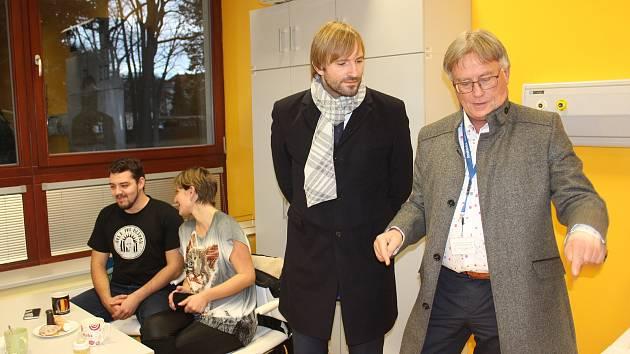 Rezignující ministr zdravotnictví Adam Vojtěch při návštěvě strakonické nemocnice.