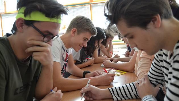 Osmdesát hráčů se ve středu 22. listopadu zúčastnilo Piškvorkového turnaje na strakonickém gymnáziu.