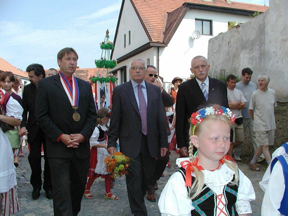 Prezident Václav Klaus navštívil 25. června 2006 Radomyšl. Foto: Městys Radomyšl