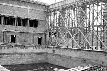 Snímek ze stavby bazénu ve Strakonicích.