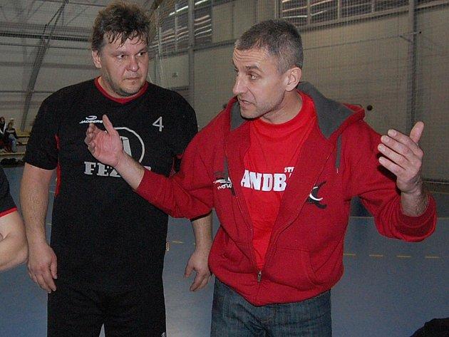 Luděk Gruzovský (vlevo s trenérem Davidem Pavlíčkem) se vrátil po zranění a Starému Plzenci nastřílel čtyři góly.
