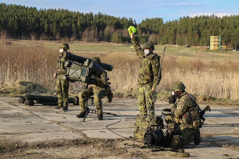 Nácvik jednotky před bojovými střelbami.