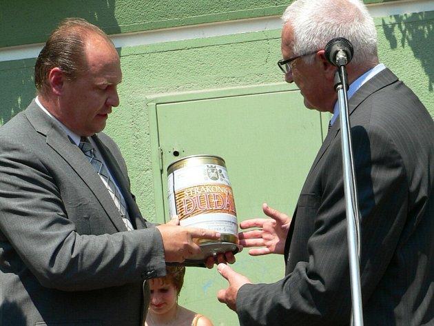 Strakonické pivo dostal při své návštěvě i prezident Václav Klaus