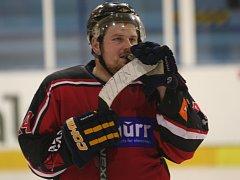 Strakoničtí hokejisté ve druhém utkání čtvrtfinále play off krajské ligy doma podlehli Hluboké nad Vltavou 1:3 a po předchozí porážce na ledě soupeře 2:3 pro ně sezona skončila.