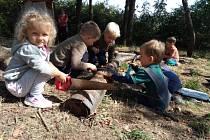Děti na vlastní kůži a všemi smysly zažívají koloběh přírody za každého ročního období.