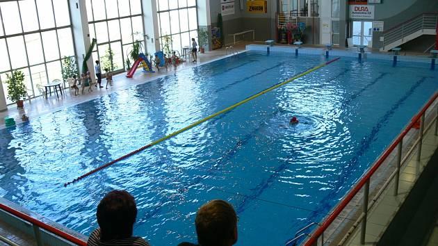 Strakonický plavecký stadion.