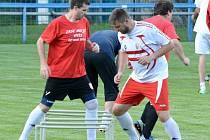 Malí následovníci fotbalistů Junioru Strakonice (na fotce muži v přípravě) vyhráli turnaj OFS.