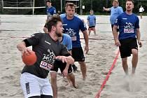 Turnaje v plážové házené se zúčastnili i strakoničtí hráči.